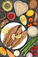 Фотография Рыба Овощи Рис Томаты Лимоны Авокадо Тарелка Зерна Продукты питания