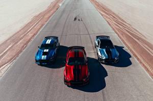 Фото Ford Трое 3 2019 Mustang Shelby GT500 Машины