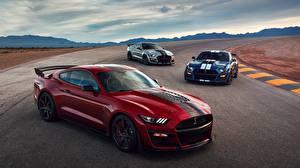 Фотографии Форд Красный Втроем Mustang Shelby GT500 2019 Авто