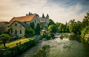 Обои Франция Здания Замки Речка Verteuil sur Charente Города