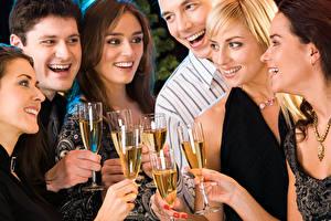 Картинка Праздники Шампанское Мужчина Смеются Бокал Блондинка Радостная молодая женщина