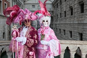 Картинка Италия Карнавал и маскарад Мужчины Перья Маски Венеция 2 Шляпа