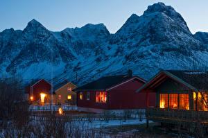 Картинки Норвегия Гора Здания Вечер Зимние Поселок Svensby village Города