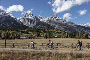 Фото Дороги Мужчины Горы Лес Трава Велосипеды Скале Природа