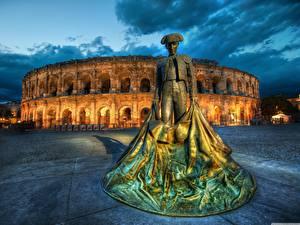 Картинка Рим Италия Скульптура Вечер Колизей Памятники toreodor