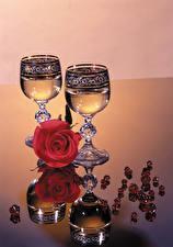 Фото Розы Шампанское Бокалы Отражение Цветы Еда