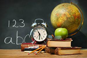 Фотографии Школа Часы Яблоки Будильник Книга Глобусы Очки Карандаши