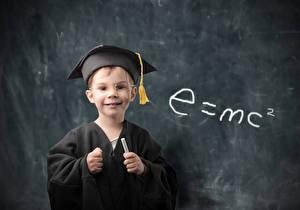 Картинка Школьные Мальчишки Униформе Смотрят Очков e=mc2 ребёнок