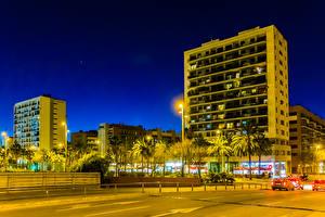 Картинка Испания Здания Вечер Барселона Улица Уличные фонари Города