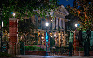 Фотографии Штаты Диснейленд Парки Дома Калифорния Анахайм Дизайн Ночные Уличные фонари Ворота Города