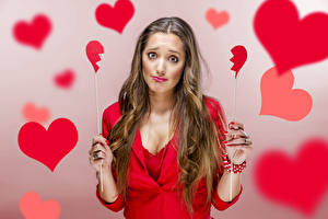 Фотография День святого Валентина Шатенка Серце Рука Грустная Девушки