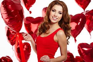 Фотографии День святого Валентина Шатенка Улыбка Воздушный шарик Сердечко Взгляд Девушки