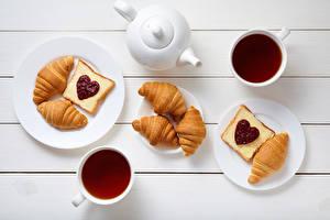 Обои День всех влюблённых Чайник Чай Круассан Бутерброды Доски Завтрак Тарелке Чашке Сердца