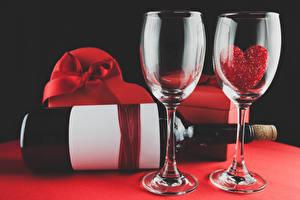 Фотографии День святого Валентина Бокалы 2 Бутылка Сердце Пища