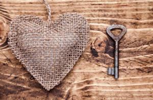 Обои День святого Валентина Доски Сердце Замковый ключ Цветы картинки