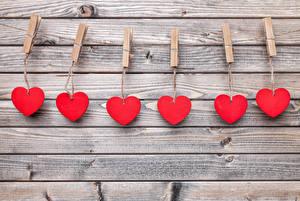 Фотографии День святого Валентина Доски Стенка Сердце Прищепки Красная