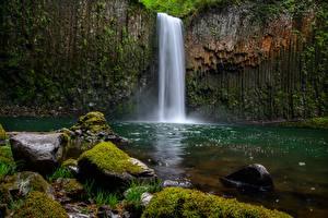 Картинки Водопады Камни Скала Мох
