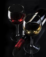 Обои Вино Черный фон Бутылка Бокалы Еда