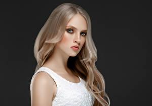 Картинка Черный фон Блондинка Волосы Смотрит Красивые Девушки