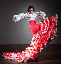 Фото Брюнетка Танцует Юбка Девушки