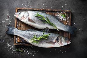Картинка Рыба Разделочной доске Две Соль Еда