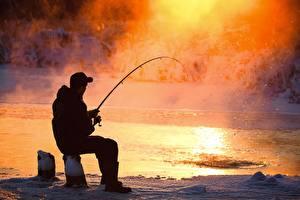 Картинки Рыбалка Мужчина Сидит Пары