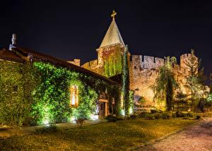 Картинки Крепость Белград Сербия В ночи Лучи света город