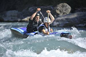 Фотографии Мужчины Лодки Рафтинг 2 Брызги Шлема