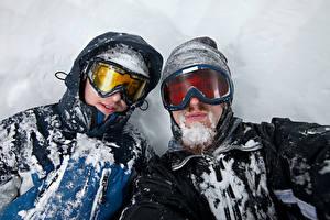 Картинка Мужчины 2 Очки Снег