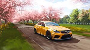 Фото Мерседес бенц Желтый Едущий Купе Forza Horizon 4 AMG 2018 C63 Игры Автомобили