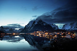 Картинки Норвегия Лофотенские острова Горы Здания Вечер Берег Деревня Reine Village Города