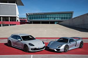 Обои Porsche Двое 918 Spyder, Panamera Sport Turismo Автомобили
