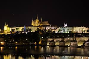 Обои Прага Чехия Замки Мост Реки Карлов мост Ночь Vltava город