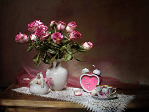 Фотографии Натюрморт Розы Часы Сладости Ваза Чашка Цветы Еда