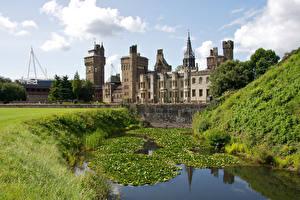 Обои Великобритания Замки Пруд Cardiff Castle город