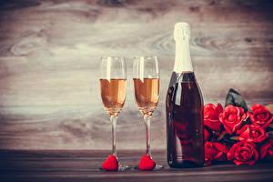 Фотографии День святого Валентина Шампанское Роза Бутылки Бокал Сердечко Красные Продукты питания Цветы
