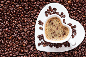 Обои День всех влюблённых Кофе Капучино Чашка Тарелка Сердечко Зерна Продукты питания