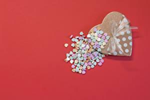 Фотографии День святого Валентина Сердце Подарки Бантик Красный фон