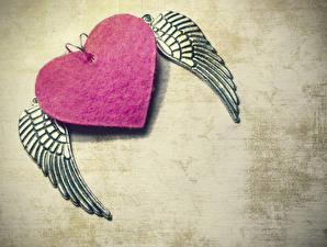 Фотографии День всех влюблённых Сердечко Крылья