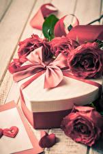 Картинка День святого Валентина Роза Подарки Бант Сердечко цветок