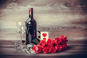 Фотографии День святого Валентина Натюрморт Розы Вино Красный Бутылка Бокалы Сердце Цветы Еда