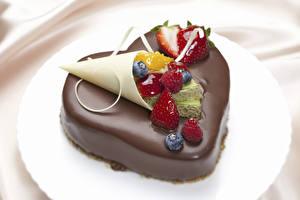 Фото День всех влюблённых Сладкая еда Торты Шоколад Ягоды Сердце Еда
