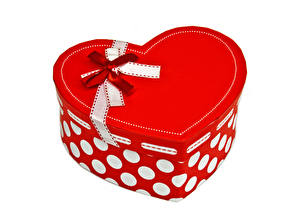 Картинки День святого Валентина Белый фон Коробка Подарки Сердечко Бантик