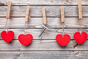 Картинка День всех влюблённых Доски Стена Серце Прищепки Ключа