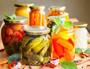 Картинка Овощи Огурцы Чеснок Банка Продукты питания
