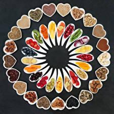 Фотография Овощи Фрукты Орехи Приправы Ягоды Серый фон Серце Пища