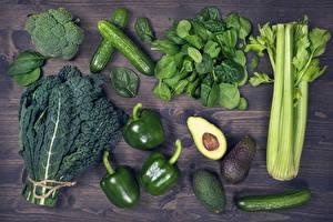 Фотографии Овощи Перец Огурцы Авокадо Доски Зеленая Пища