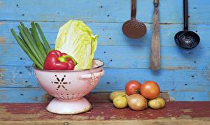 Фото Овощи Картошка Томаты Лук репчатый Доски