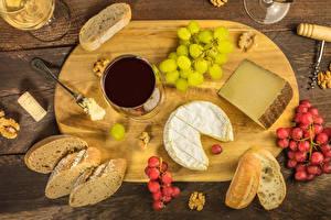 Обои Вино Хлеб Виноград Сыры Орехи Разделочная доска Бокалы Продукты питания