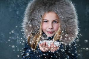 Фото Зимние Девочки Рука ребёнок